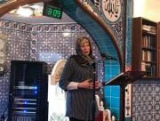 Тереза Мэй надела платок и обратилась к мусульманам в мечети